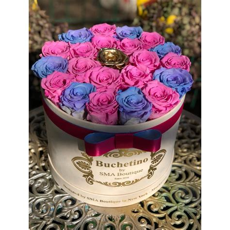 Round box with pink roses